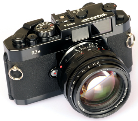 # Voigtlander Bessa R3M Leica M 35mm Rangefinder - BLACK PAINT